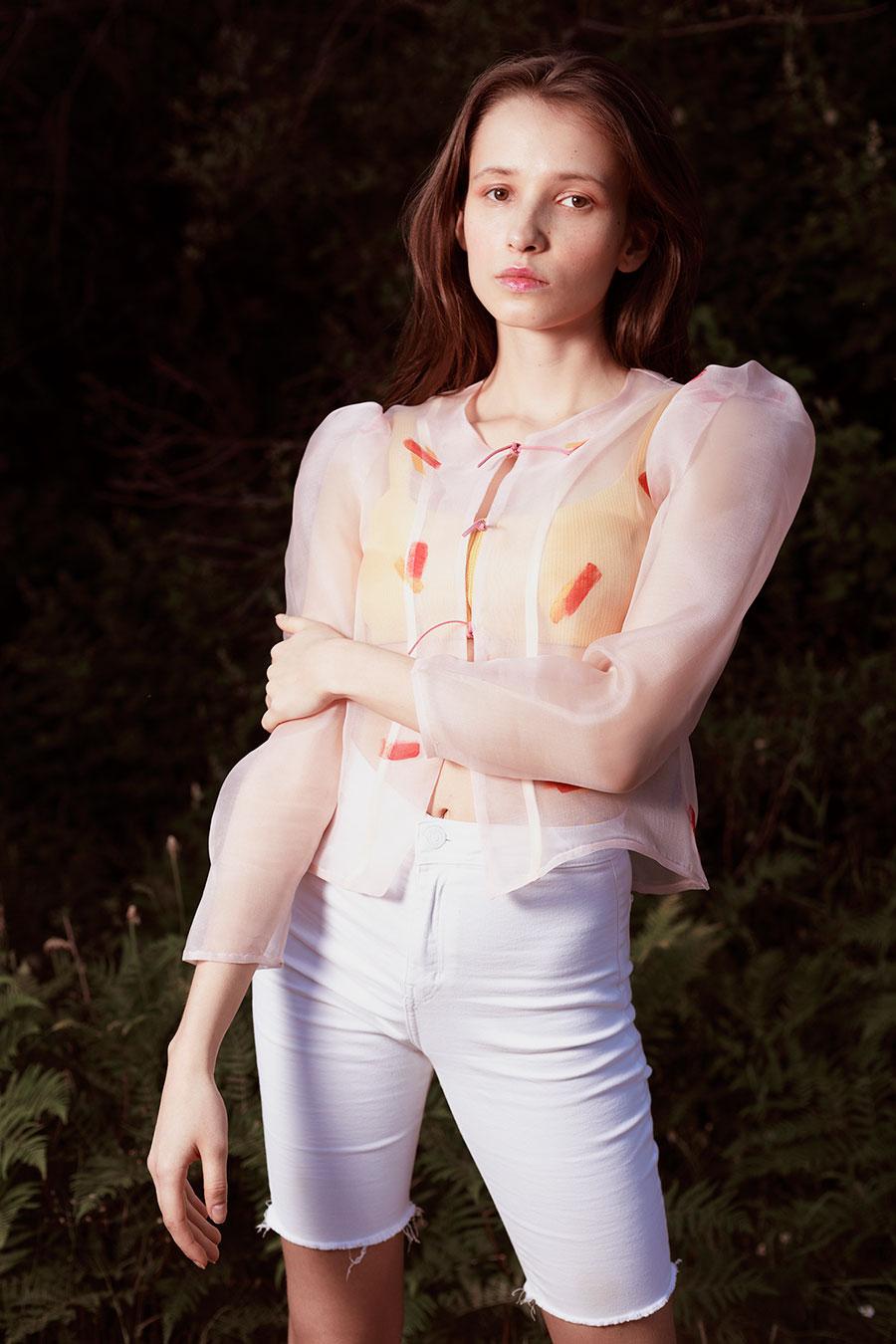 Chaqueta blusa organza rosa palo pintada a mano