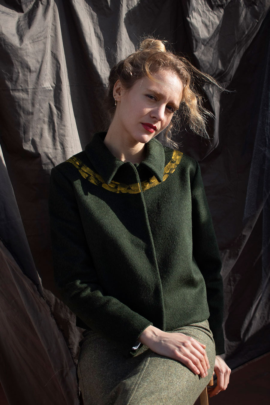 Chaqueta lana verde cuello pintado