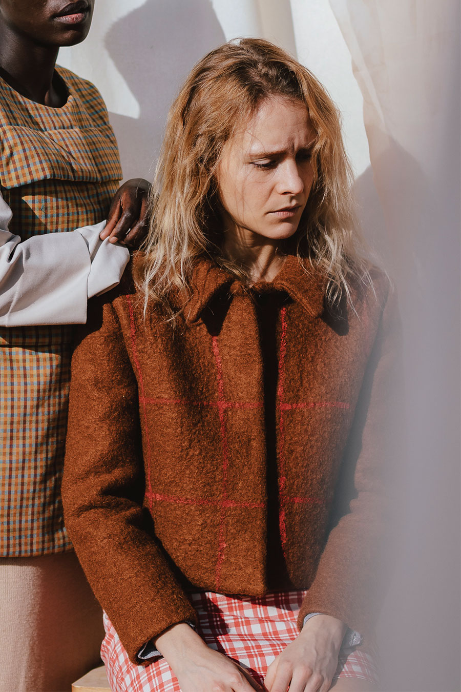 chaqueta corta de lana color teja