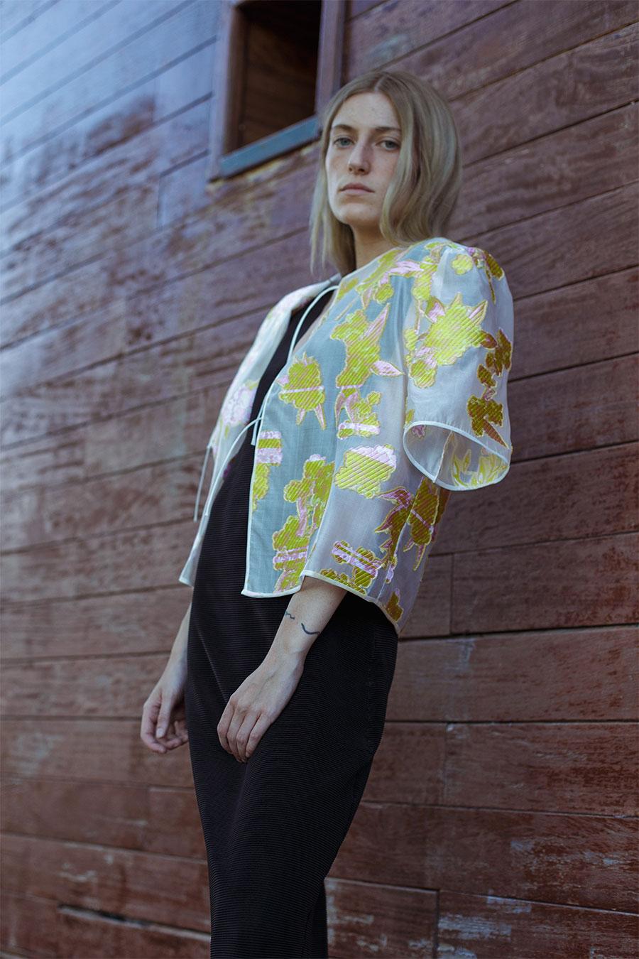 chaqueta verano bordada