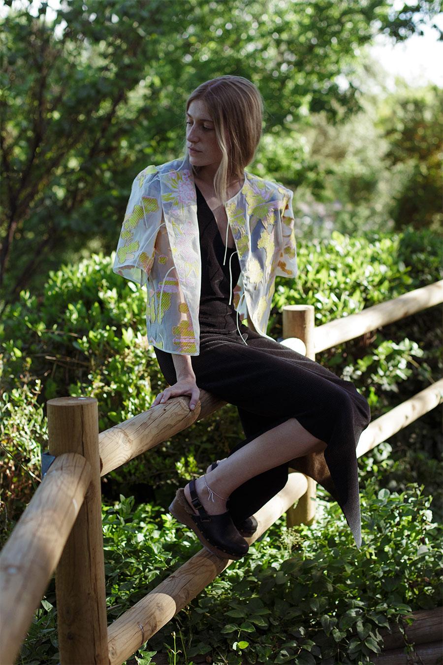chaqueta de organza de verano bordada