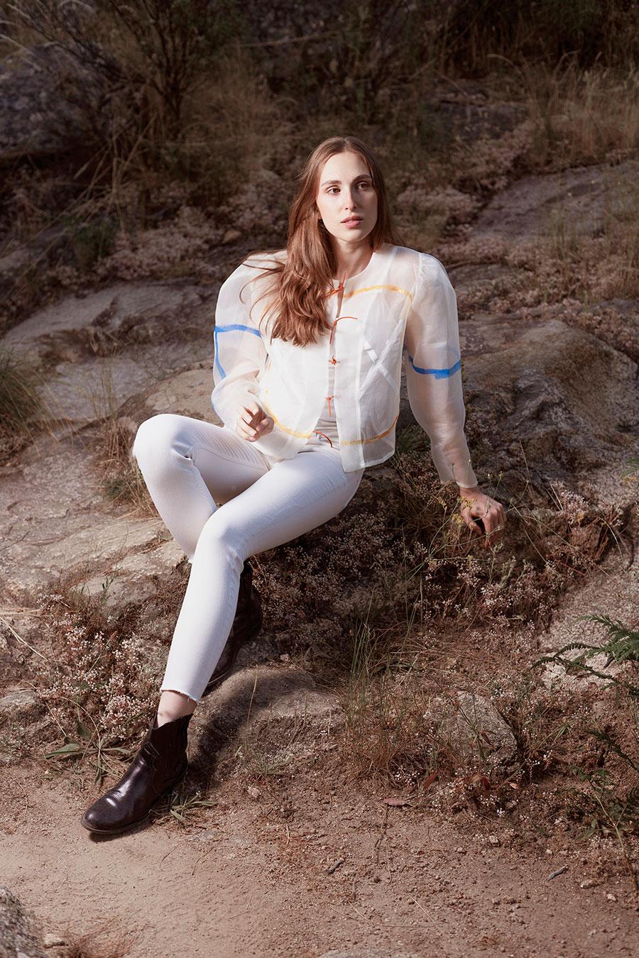 Chaqueta de verano blanca pintada a mano