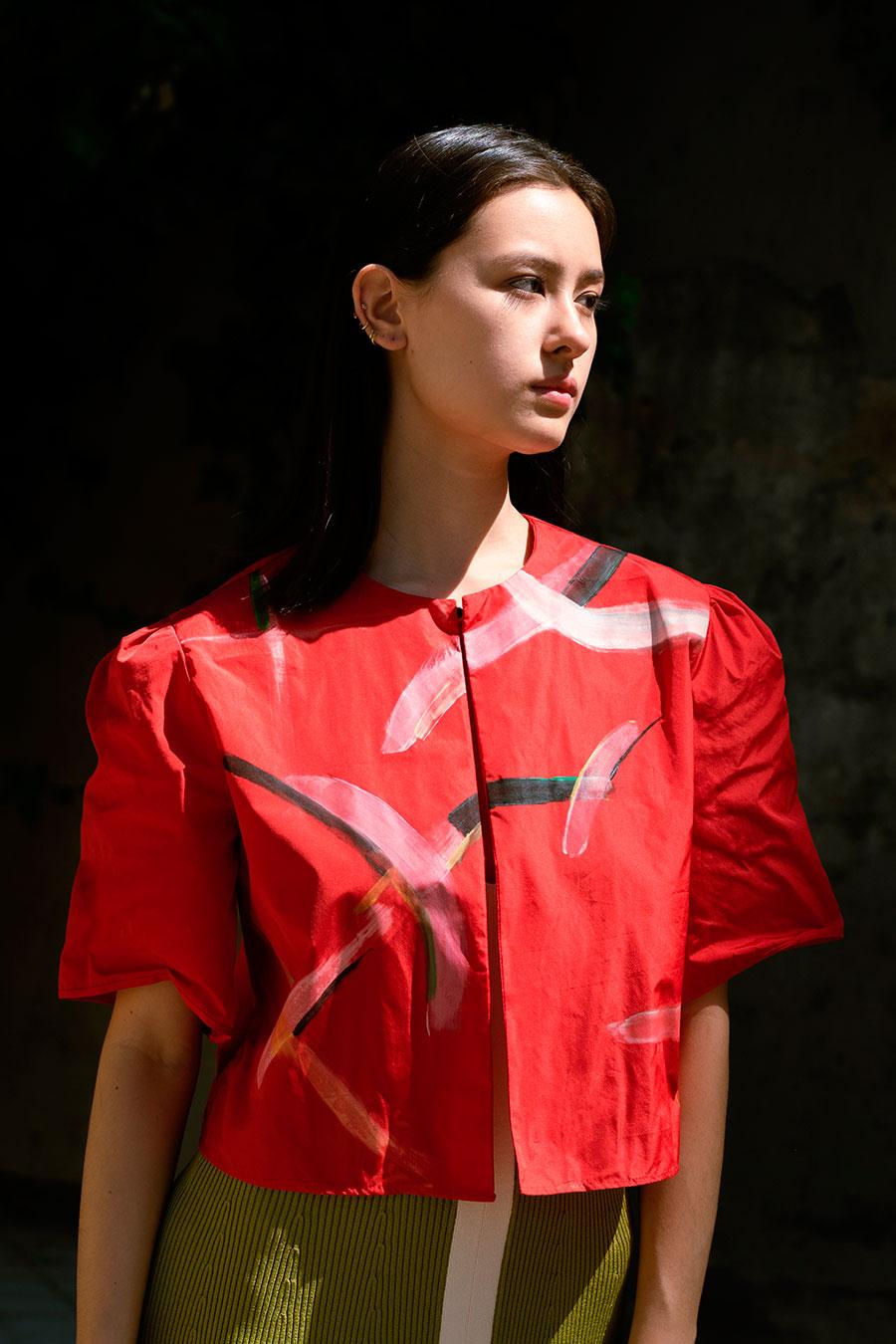 chaqueta roja de verano